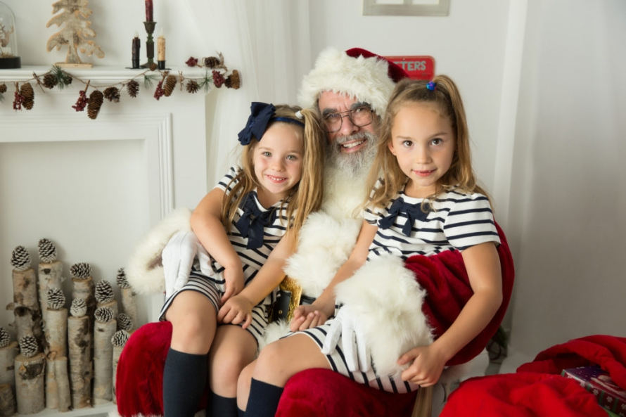 Santa photo session in sudbury portrait studio. kids sitting on Santa